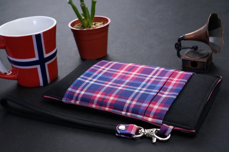 Onor Tartan Fever cell phone pouch-4